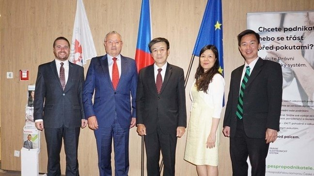 [July 19] Vietnam and Czech Republic seeks ways to enhance trade ties; OSCE PA observers arrive in Ukraine for parliamentary elections
